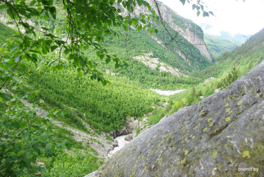 Выходим под бараньи лбы, видно место слияния рек