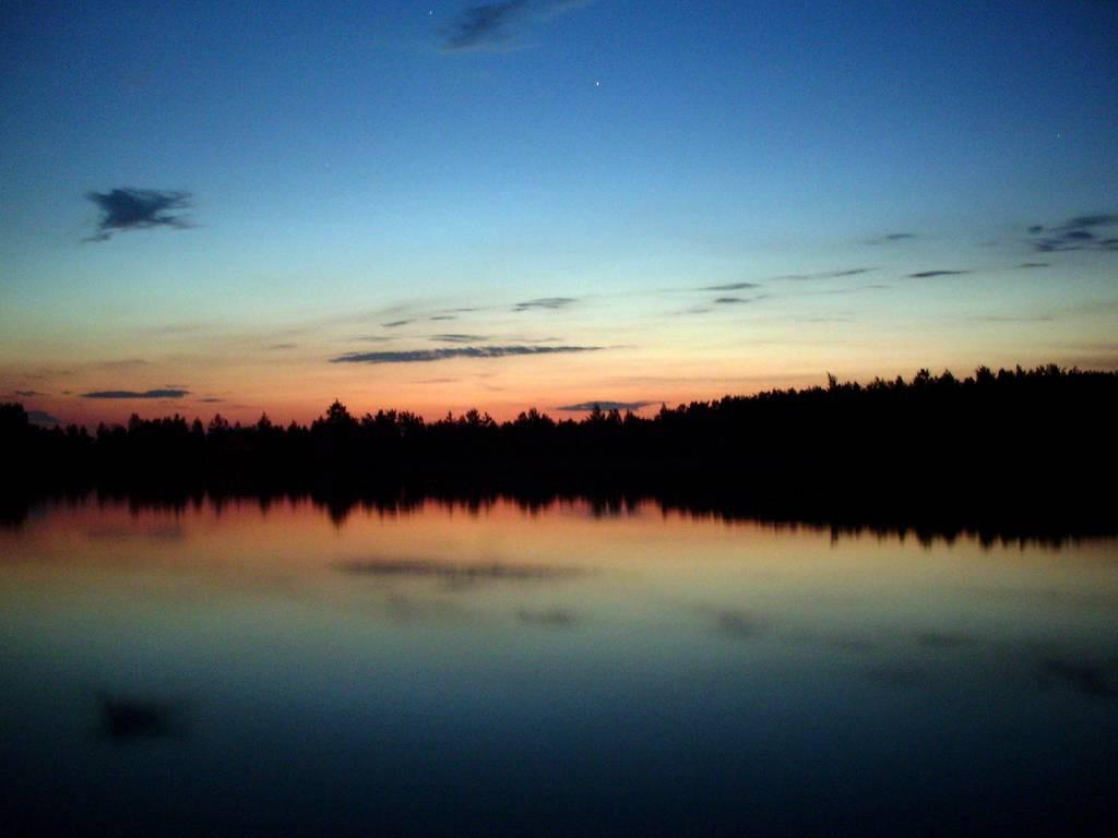 Закат над озером 2