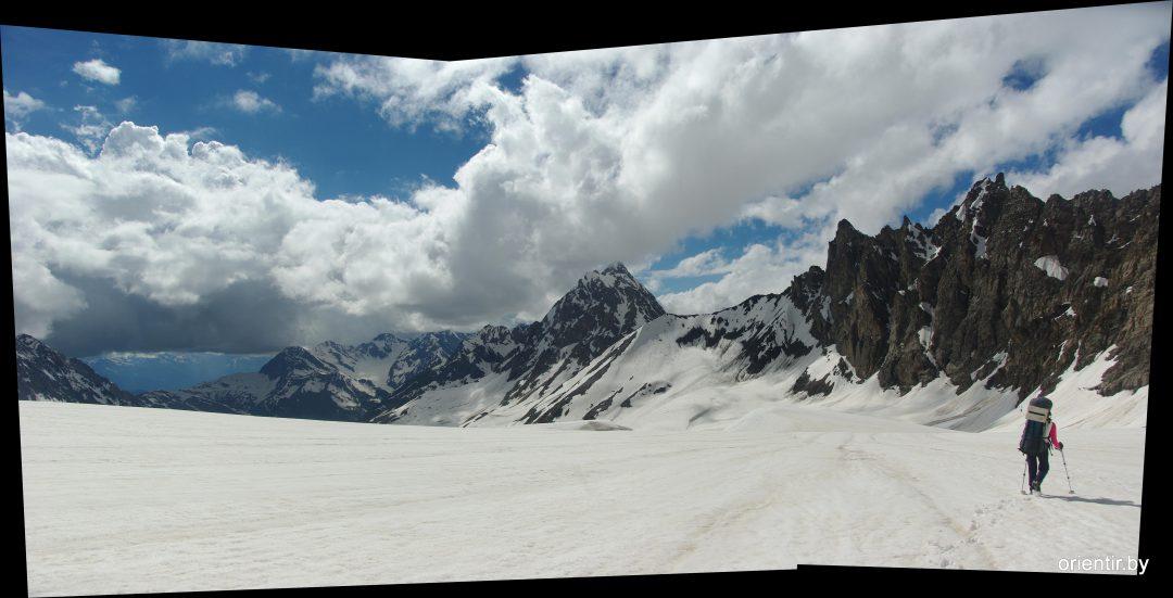 Начало спуска вид вниз на ледник Китлод